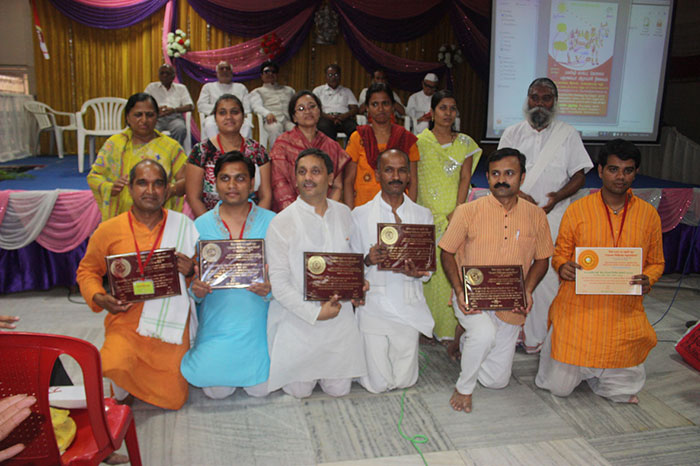 Panchratna-2013 with Dharmpatni, Guruji & Faimily